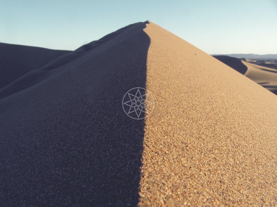 A hegy napos és árnyékos oldala. forrás: Fabio Rose/unsplash